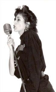 Willy als zangeres - zwart & wit
